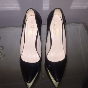 Shoes - Size 7 black patent pump